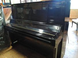 ヤマハピアノUX50BL外観